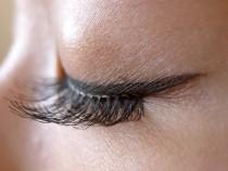 False-Eyelashes.-Advantages-And-Disadvantages-1